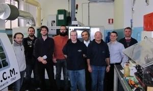 Studenti, assegnisti, tecnici e il capo in una foto di repertorio scattata nella vecchia sede